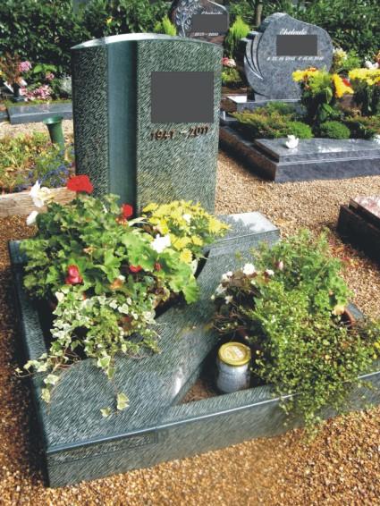 Steinmetz Grabsteine Magdeburg aus hoch seltenem grünem Diabas mit Bronzeschrift